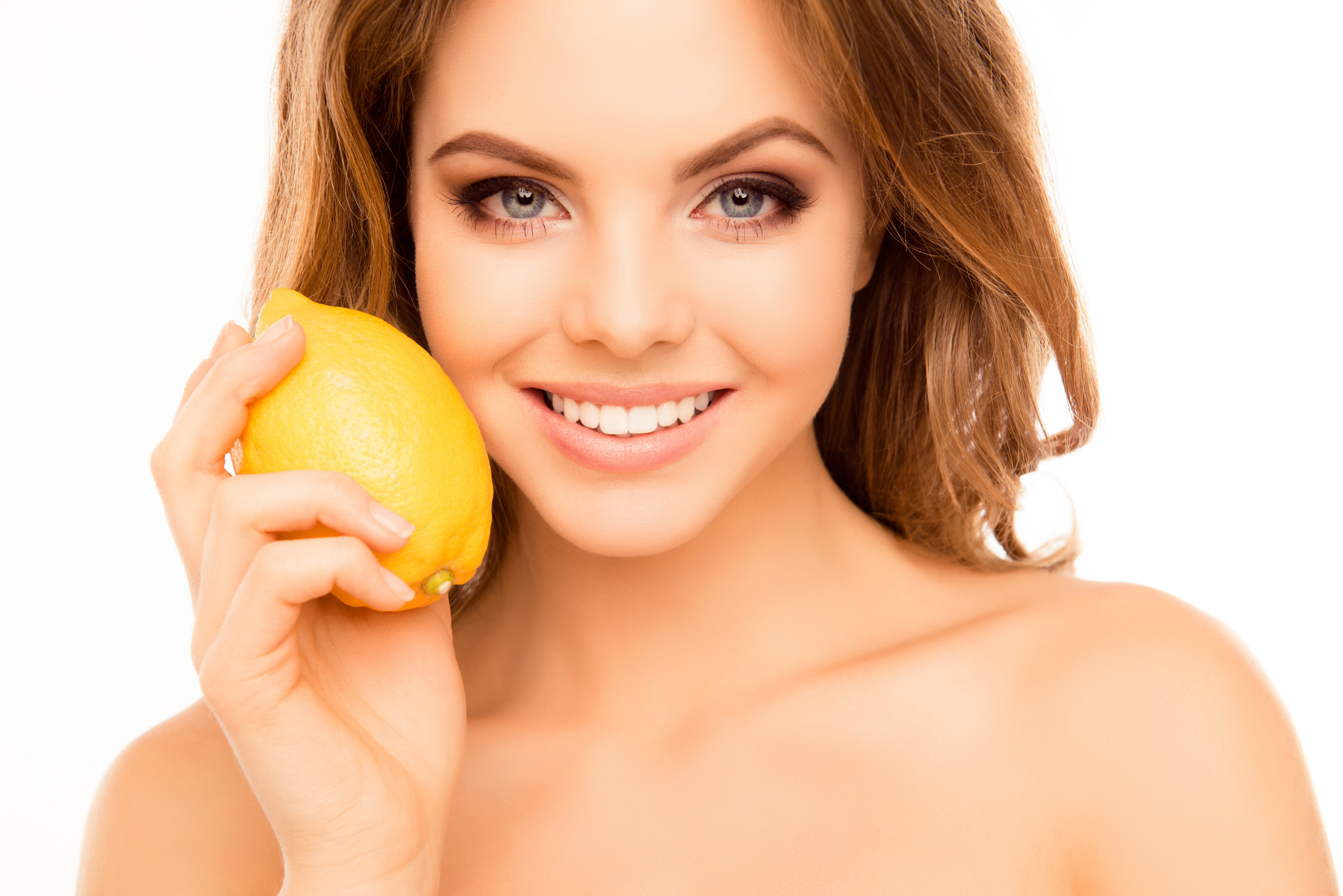 zabiegi/portrait-of-beautiful-sensitive-woman-holding-lemon-near-face-947965012-7360x4912.jpeg
